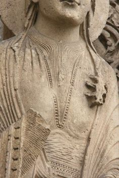 More pleating on neck of undergown and smock on the bliaut, Chartres east portal. One pinner opines: Stylized pleating and gathers - likely caused by lacing the bliaut. Medieval Party, Medieval Life, Medieval Costume, Medieval Fashion, Medieval Dress, Medieval Clothing, Historical Women, Historical Clothing, Historical Costume