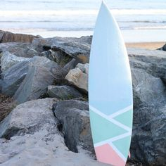 Use some blue tape and a Wagner paint sprayer to personalize a surfboard that fits your style! Then show it off on the beach, as a home accent or as a seasonal coffee table. Surfboard Painting, Surfboard Decor, Surf Decor, Surfboard Table, Longboard Design, Skateboard Design, Skateboard Girl, Summer Painting, Diy Painting