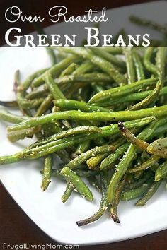 Oven Roasted Green Beans Recipe - Frugal Living Mom Oven roasted green beans- Roasting imparts a yummy slightly sweet and smokey taste that makes veggies pretty amazing. If you have never tried roasting your vegetables, you really should! Side Dish Recipes, Veggie Recipes, Vegetarian Recipes, Cooking Recipes, Healthy Recipes, Green Vegetable Recipes, Fresh Green Bean Recipes, Healthy Snacks, Roast Recipes