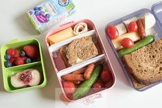 Vijf dagen in de week staan we hem te vullen: de broodtrommel! Of het nu is voor onze kids, manlief of voor onszelf, een beetje variantie vinden we allemaal leuk toch? Ik geef je handige tips en ideeën voor een gevarieerde broodtrommel! Bento Box, Lunch Box, School Lunch, Lunch Kids, Brunch, Baking, Healthy, Breakfast, Recipes