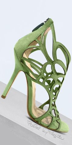 Regilla ⚜️ Una Fiorentina in California : Photo, apple green heels, spring green shoes, Sherwin Williams Organic Green Hot Shoes, Crazy Shoes, Me Too Shoes, Pretty Shoes, Beautiful Shoes, Zapatos Shoes, Shoes Heels, Stilettos, Pumps