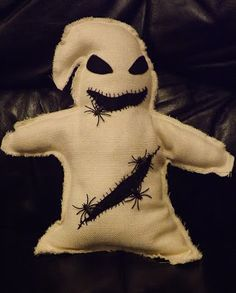 Nightmare Before Christmas Plush . Sew a movie plushie in under 120 minutes by machine sewing with fabric, plastic spiders or bugs, and felt. Inspired by halloween and nightmare before christmas. Creation posted by PixieFey. in the Sewing section Diffi. Halloween Bunting, Spooky Halloween, Halloween Crafts, Halloween Decorations, Halloween Puppy, Halloween Bags, Halloween House, Christmas Themes, Christmas Fun