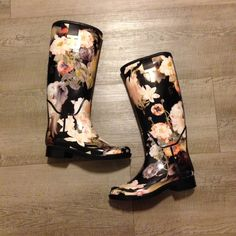 Ted Baker black floral rain boots Gorgeous Ted Baker black floral (opulent bloom) rain boots in size 5 US/ Euro 36. Almost new condition (worn 3 times) with very light signs of wear on outsole. Fit note: I typically wear a size 6 but in this brand I had to size down one. Ted Baker Shoes Winter & Rain Boots