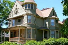 Historic home on Highland Avenue in Elgin, Illinois