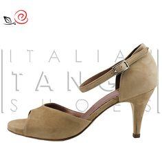 Woman tango shoes in brown suede Simple but essential! http://www.italiantangoshoes.com/shop/en/women/324-la-rosa-del-tango.html