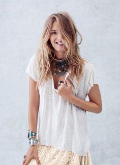 Si tenemos un collar protagónico, podemos destacar hasta la blusa más sencilla.