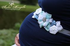 Such a good idea for maternity belly pictures!