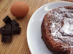 Voici la recette d'un gâteau au chocolat qui ne contient que 2 ingrédients : des œufs et du chocolat. C'est- une recette simple et bluffante.