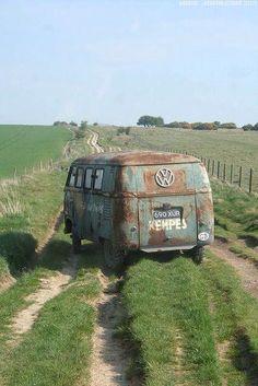 Vw rusty bus, Barn door meadow
