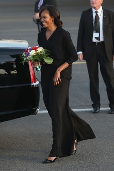 First Lady Michelle Obama - President Barack Obama and His Family Arrive in Berlin Michelle E Barack Obama, Barack Obama Family, Michelle Obama Fashion, Obamas Family, Obama President, Joe Biden, Durham, First Lady Of Usa, Obama Photos