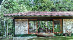 Telhado, estrutura metálica e tijolinho