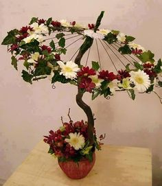 Ombrelle - a unique pseudo-Bonsai using an old piece of wood vine a small wire frame of an umbrella, silk flowers and greens.Master klassы, idei i dr.Table center for party I'd like to see a larger base.old bicycle rims / wheels Arte Floral, Deco Floral, Floral Design, Fresh Flowers, Silk Flowers, Paper Flowers, Beautiful Flowers, Flower Crafts, Flower Art