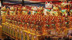 Недорогие сувениры, шумные торговцы. Атмосфера праздника. http://ritc.com.hk/