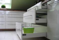 Küche - weiß hochglanz-Nußbaum - Optimale Tiefe
