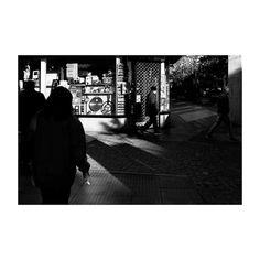 Apuntes (XXII) @lacalleesnuestracolectivo  #lacalleesnuestracolectivo  #majadahonda #madrid #spain #granviamajadahonda #blackandwhite #blancoynegro #streetphotography #streetstyle #sombra #shadowhunters #walking #paseando #igersmadrid #canon6d #35mm #picoftheday #photooftheday