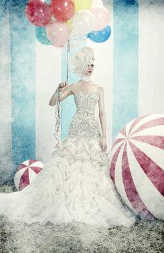 Circus ~ balloons and balls. Boho Vintage, Vintage Circus, Vintage Country, Steam Punk, Wedding Fotos, Circus Fashion, Circus Wedding, Wedding Shot, Wedding Dj