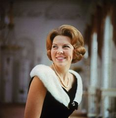 HRH Princess Beatrix of The Netherlands (then Queen and now Former Queen) Dutch Queen, Queen B, Queen And Prince Phillip, Dutch Royalty, English Royalty, Casa Real, Royal Princess, Queen Maxima, Royal House