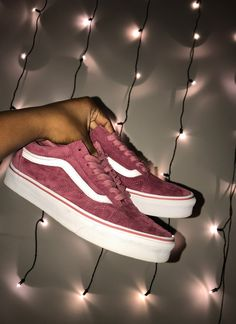 28 Vans Shoes That Look Awesome # Vans Vans-Schuhe, die fantastisch aus. - 28 Vans Shoes That Look Awesome # Vans Vans-Schuhe, die fantastisch aussehen - Vans Sneakers, Sneakers Fashion, Fashion Shoes, Cute Vans, Cute Shoes, Me Too Shoes, Awesome Shoes, Mode Adidas, Sneaker Outfits