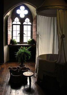 Romantic Bathrooms, Beautiful Bathrooms, Style At Home, Bathroom Interior, Modern Bathroom, Small Bathroom, Royal Bathroom, Bathroom Showrooms, Eclectic Bathroom