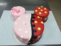 10 Gender Reveal Party Food Ideas that are Mouth-Watering Gender Disney Gender Reveal, Gender Reveal Themes, Baby Gender Reveal Party, Gender Party, Baby Reveal Cakes, Minnie Y Mickey Mouse, Minnie Cake, Twin Birthday Cakes, Girl Cakes