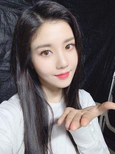 Kpop Girl Groups, Kpop Girls, Korean Celebrities, Celebs, Japanese Girl Group, Woollim Entertainment, I Love Girls, Girl Bands, The Wiz