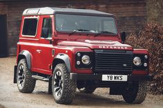 It's true that the last brand new Defender rolled off the assembly line two years ago. It's also true that it wasn't the last Defender Land Rover would sell. Created to celebrate the brand's anniversary, the Land Rover Defender. Landrover Defender, Novo Land Rover Defender, Nouveau Land Rover Defender, New Defender, Range Rover Sv, Range Rover Evoque, Land Rovers, New Land Rover, Luxury Crossovers