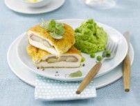 Cordon bleu mit Spargel und grünem Erbsenpüree