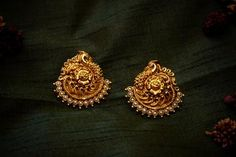 One stop destination for trendy & classic handpicked handlooms and accessories at an affordable price! Indian Jewelry Earrings, Gold Jhumka Earrings, Jewelry Design Earrings, Gold Earrings Designs, Gold Jewellery Design, Antique Earrings, Temple Jewellery, Gold Jewelry, Jhumka Designs