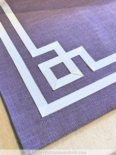 DIY Greek Key Trim Curtains (Video: Create A Greek Key Design With Twill Tape Or Ribbon) - Addicted 2 Decorating®, Diy Abschnitt, Curtains And Draperies, Diy Curtains, Drapery Fabric, Diy Quilt, Sewing Hacks, Sewing Projects, Key Diy, Bed Cover Design, Good Tutorials