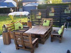 Mon salon de jardin et mon claustras en palettes...