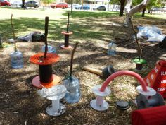 Loose Parts Play - child directed creative fund for kids! Outdoor Learning Spaces, Outdoor Education, Natural Playground, Playground Ideas, Heuristic Play, Pop Up Play, Summer Classes, Outdoor Classroom, Activities To Do