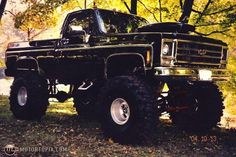 Ohhmyygod! I live old trucks. This is heaven on wheels.