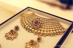It's me Indian Jewelry Sets, Indian Wedding Jewelry, Bridal Jewelry, Women's Jewelry, Indian Bridal, Jewelry Trends, Antique Jewelry, Beaded Jewelry, Gold Necklace Simple