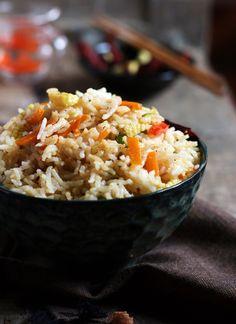 {New post} Singapore fried rice, singapore veg fried rice recipe with smoky dried red chilies. Recipe here: http://cookclickndevour.com/singapore-fried-rice-recipe-veg #vegan #streetfood