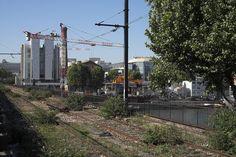 pont national sur la seine Old Trains, Paris Photos, Sidewalk, The Neighborhood, Ile De France, Side Walkway, Walkway, Walkways, Pavement