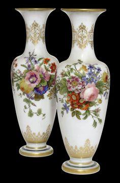 Porcelain Manufacturers In China Antique Glassware, Antique Lamps, Fenton Glass, Glass Ceramic, Porcelain Ceramics, Painted Porcelain, Porcelain Jewelry, Hand Painted, Decoupage Vintage