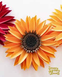Diy Lace Ribbon Flowers, Rolled Paper Flowers, Giant Paper Flowers, Paper Rosettes, Sunflower Template, Sunflower Cards, Fall Paper Crafts, Diy Paper, Construction Paper Flowers