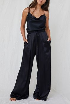 These luxe wide-leg black pyjama trousers can be effortlessly teamed with slippers are home or pumps for after-hours. They're crafted from fluid silk-satin, with a drawstring waist and elasticised bac Silk Pants Outfit, Flowy Pants, Trouser Outfits, Wide Leg Pants, Satin Trousers, Satin Jumpsuit, Satin Noir, Silk Satin, Silk Pijamas