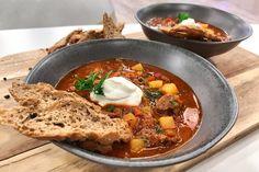 Goulash Soup, Ramen, Cooking Recipes, Meat, Ethnic Recipes, Foods, German Recipes, Food Food, Food Items