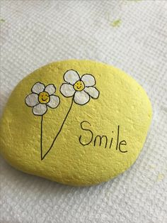 Beautiful flowers painted on stone! - Beautiful flowers painted on stone! - Beautiful flowers painted on stone! – Beautiful flowers painted on stone! Rock Painting Ideas Easy, Rock Painting Designs, Paint Designs, Pebble Painting, Pebble Art, Stone Painting, Garden Painting, Stone Crafts, Rock Crafts