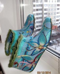 Felted boots with crochet edge. Two of my favourite crafts in one. Nuno Felting, Needle Felting, Felt Boots, Felted Slippers, Sewing Art, Slipper Boots, How To Make Shoes, Felt Art, Fabric Art