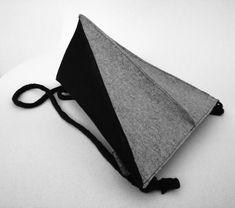 Triangle minimalist backpack Minimalist Bag, Minimalist Fashion, Types Of Bag, One Bag, New Skin, Triangle, Colours, Backpacks, How To Wear
