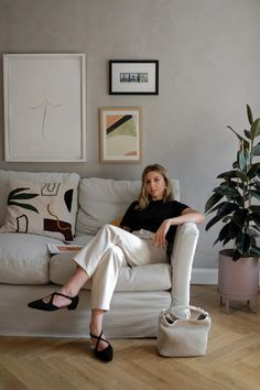 At Home With Russell & Bromley — Brittany Bathgate Estilo Ivy, Brittany Bathgate, Russell & Bromley, Indie Scene, Mode Outfits, Minimalist Fashion, Spring Summer Fashion, Bean Bag Chair, Street Style