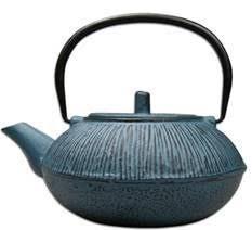 Traditional Japanese 'Tetsubin' tea pot made from cast iron. The cast-iron body of the tea pot ensures that tea stays warmer for longer. The tea pot has an infu Japanese S, Traditional Japanese, Cast Iron Pot, It Cast, Tea Warmer, Tea Pots, Blue, Tea Pot, Tea Kettles