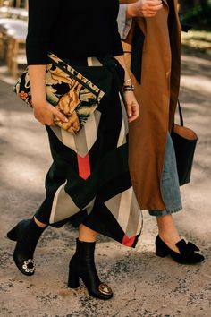 The Best Street Style From Australian Fashion Week: Dan Roberts captures the best looks in Sydney during the Resort 2019 shows in Australia. Street Style Trends, Best Street Style, Cool Street Fashion, Street Chic, Street Mall, Fashion Week, Daily Fashion, Love Fashion, Trendy Fashion