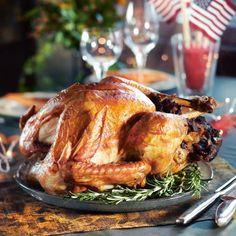 Kiitospäivän täytetty kalkkuna // Thanksgiving turkey with traditional herb stuffing Food & Style Uura Hagberg Photo Satu Nyström Maku 6/2010, www.maku.fi