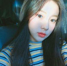 一 @ғᴇɴxxɪɴɢ 彡★ Kpop Girl Groups, Kpop Girls, Korean Girl, Asian Girl, Eyes On Me, Japanese Girl Group, Grunge Girl, Soyeon, Look Alike