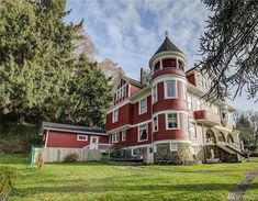 1900 Hoquiam Castle For Sale In Hoquiam Washington — Captivating Houses Basement Apartment, Historical Architecture, Terrace Garden, Old House Dreams, Real Estate Companies, Historic Homes, Exterior Paint, Victorian Homes, Bed And Breakfast