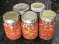 A unique blend of peppers, onions and cilantro give this homemade pico de gallo type salsa it's deliciously fresh taste. Serve fresh or bottle to preserve. Canning Homemade Salsa, Salsa Canning Recipes, Easy Homemade Salsa, Canning Salsa, Canning 101, Pico De Gallo Canning Recipe, Oven Canning, Pressure Canning, Hot Salsa