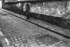 1972 - Belleville démoli - Paris Unplugged Menilmontant Paris, Paris 1900, Railroad Tracks, Sidewalk, Old Paris, Antique Pictures, History, Photography, Childhood